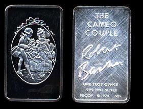 MEM-42 The Cameo Couple Silver Art Bar